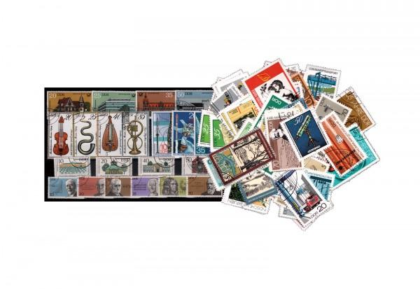 Briefmarken DDR 20 komplette Ausgaben auf Steckkarte gestempelt