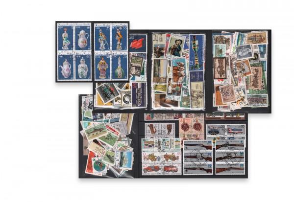 Sondermarken DDR 500 verschiedene Marken auf 60 Steckkarten gestempelt